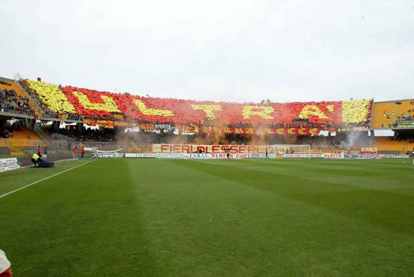 16 MAG 2004: Supporters of Lecce  in action during the italian Serie A 34th round match played between LECCE and REGGINA, at VIA DEL MARE stadium in LECCE.  Foto Today /GRAZIA NERI Digital Camera