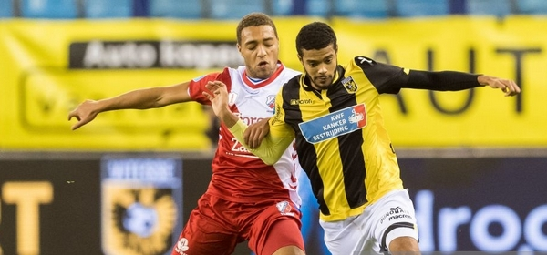 (L-R) Cyriel Dessers of FC Utrecht, Jake Clarke-Salter of Vitesse during the Dutch Eredivisie match between Vitesse Arnhem and FC Utrecht at Gelredome on November 10, 2018 in Arnhem, The Netherlands(Photo by VI Images via Getty Images)