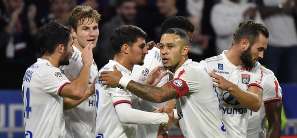 Lyon's Dutch forward Memphis Depay (2ndR) is congratulated teammates after scoring during the French L1 football match between Olympique Lyonnais and FC Metz at the Groupama stadium in Decines-Charpieu near Lyon, central eastern France on October 26, 2019. (Photo by PHILIPPE DESMAZES / AFP)
