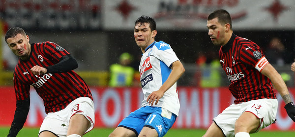 MILAN, ITALY - NOVEMBER 23:  Hirving Lozano (C) of SSC Napoli competes for the ball with Rade Krunic (L) and Alessio Romagnoli (R) of AC Milan during the Serie A match between AC Milan and SSC Napoli at Stadio Giuseppe Meazza on November 23, 2019 in Milan, Italy.  (Photo by Marco Luzzani/Getty Images)