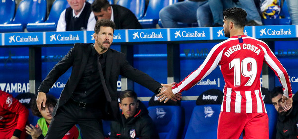 VITORIA GASTEIZ, SPAIN - OCTOBER 29: (L-R) coach Diego Simeone of Atletico Madrid, Diego Costa of Atletico Madrid during the La Liga Santander  match between Deportivo Alaves v Atletico Madrid at the Estadio de Mendizorroza on October 29, 2019 in Vitoria Gasteiz Spain (Photo by David S. Bustamante/Soccrates/Getty Images)