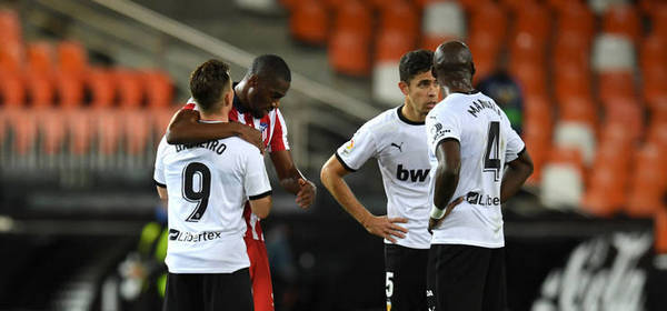 VALENCIA, SPAIN - NOVEMBER 28: Geoffrey Kondogbia of Atletico de Madrid speaks with Kevin Gameiro of Valencia CF, Gabriel Paulista, and Eliaquim Mangala of Valencia CF following the La Liga Santader match between Valencia CF and Atletico de Madrid at Estadio Mestalla on November 28, 2020 in Valencia, Spain. Football Stadiums around Europe remain empty due to the Coronavirus Pandemic as Government social distancing laws prohibit fans inside venues resulting in fixtures being played behind closed doors. (Photo by Alex Caparros/Getty Images)