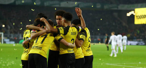 DORTMUND, GERMANY - DECEMBER 21:  Marco Reus of Borussia Dortmund (11) celebrates with his team mates after scoring his side's second goal during the Bundesliga match between Borussia Dortmund and Borussia Moenchengladbach at Signal Iduna Park on December 21, 2018 in Dortmund, Germany. (Photo by Lars Baron/Bongarts/Getty Images)