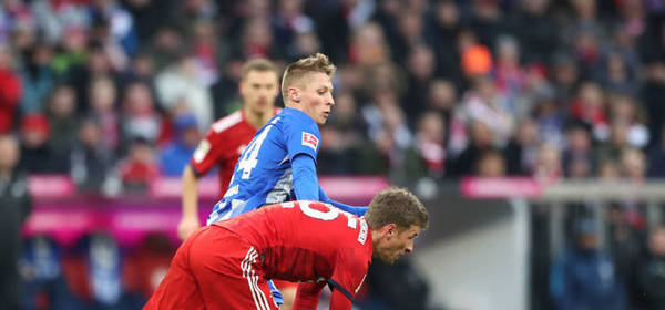 MUNICH, GERMANY - FEBRUARY 23: Thomas Mueller of Bayern Munich is challenged by Dennis Jastrzembski of Hertha BSC during the Bundesliga match between FC Bayern Muenchen and Hertha BSC at Allianz Arena on February 23, 2019 in Munich, Germany.  (Photo by Christian Kaspar-Bartke/Bongarts/Getty Images)