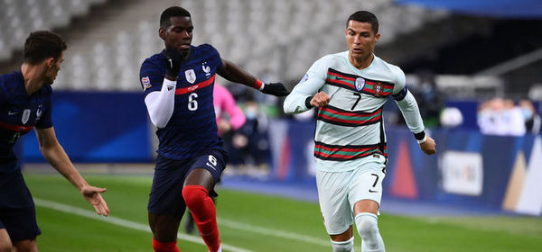 Portugal's forward Ronaldo (R) vies with France's midfielder Paul Pogba during of the Nations League football match between France and Portugal, on October 11, 2020 at the Stade de France in Saint-Denis, outside Paris. (Photo by FRANCK FIFE / AFP)